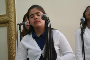 """Any & Genesis -IDDPMI """"Monte Carmelo"""" singing the devotional"""