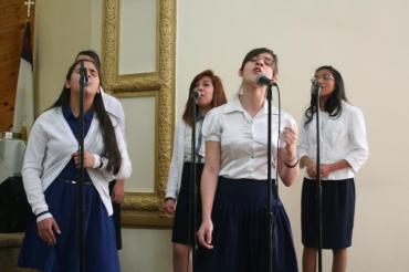 "Mercy, Any, Debora, Roxana & Genesis -IDDPMI ""Monte Carmelo"" singing the devotional"