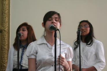 "Mercy, Debora & Genesis -IDDPMI ""Monte Carmelo"" singing the devotional"